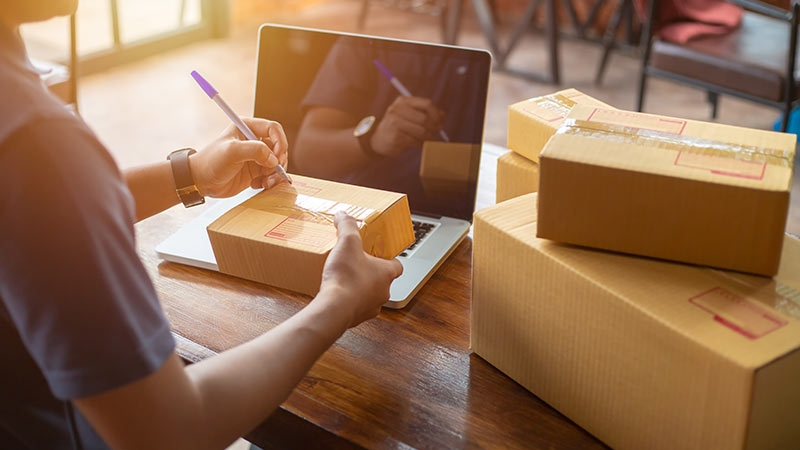 Slokande detaljhandel bäddar för e-butiker