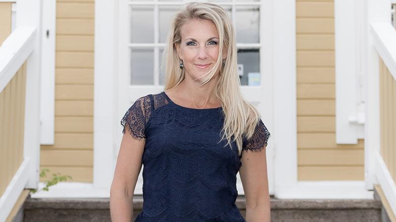 Linda Frithiof, sångerska och låtskrivare med eget företag. Text av Nina Jansdotter