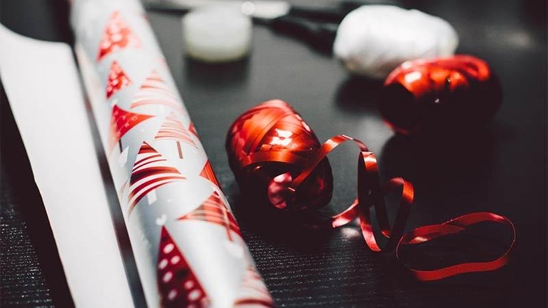 Gärna julgåva till en organisation, men glöm inte personalen
