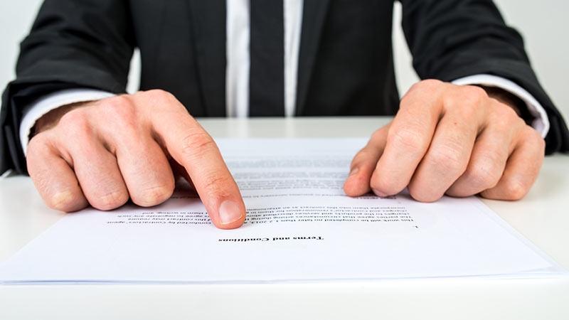 Vitesklausul är en överenskommelse om skadestånd vid avtalsbrott