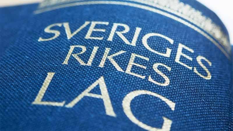 Svensk arbetsrätt innehåller bla den kollektiva arbetsrätten, regler om arbetstagarinflytande, anställningsförhållandets rätt, arbetsmiljörätten samt arbetsmarknadsreglering