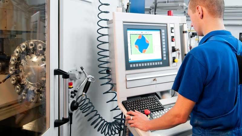 Ingenjör vid maskin