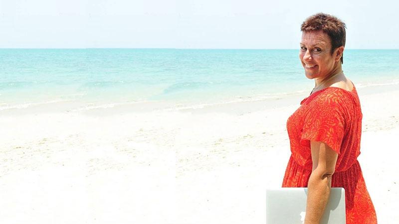 Camilla är digital nomad och hjälper nu andra att göra samma resa