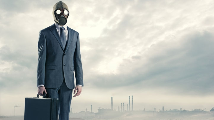 Affärsman med gasmask