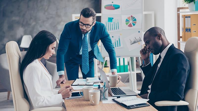Att hantera dominanta företagsledare: Så gör styrelsen sig av med dysfunktionella ledare