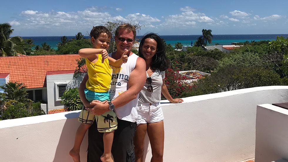 Håkan Olsson med familj i Mexiko