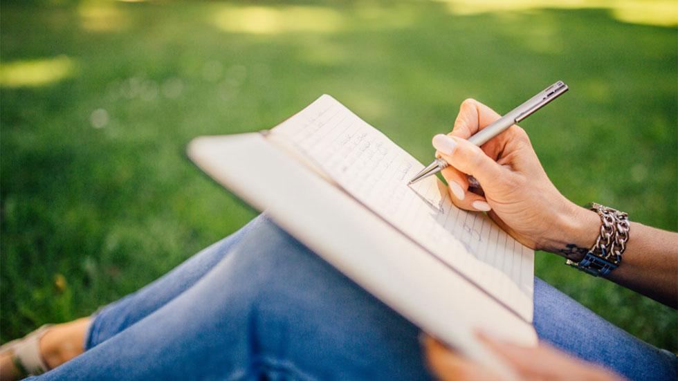 Skriv så att folk vill köpa: Fem hemligheter, två principer och tre ringsignaler
