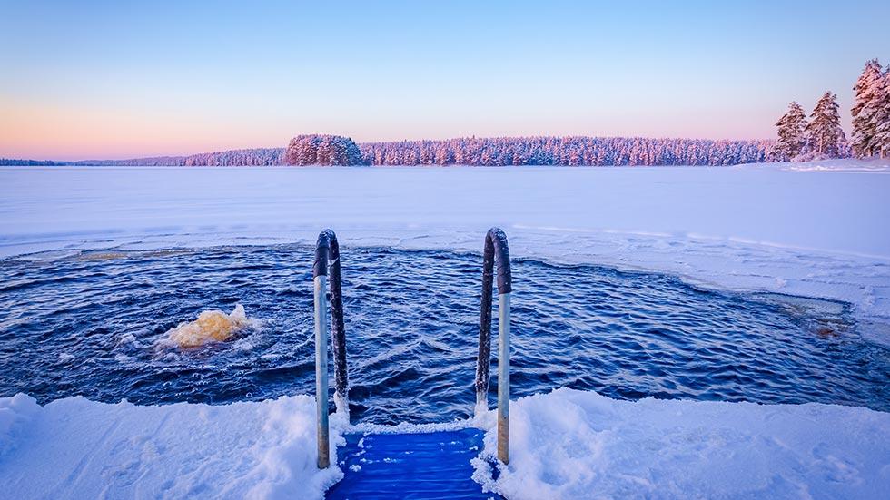 Isbad och kallbad kan stärka immunförsvaret.